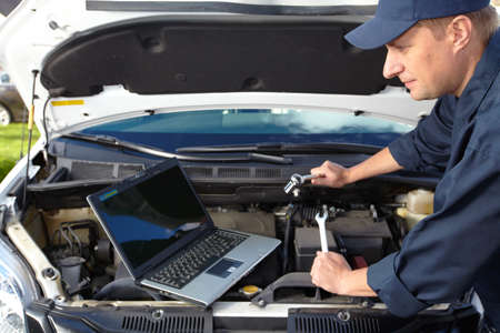 laptop repair: Car mechanic
