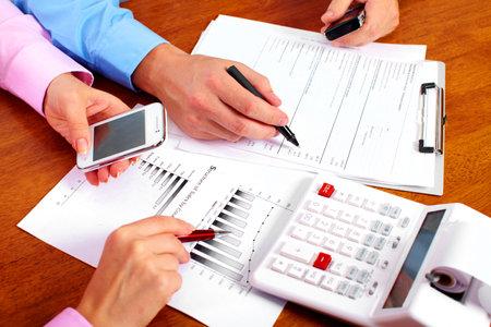 expert comptable: Mains des gens d'affaires du groupe
