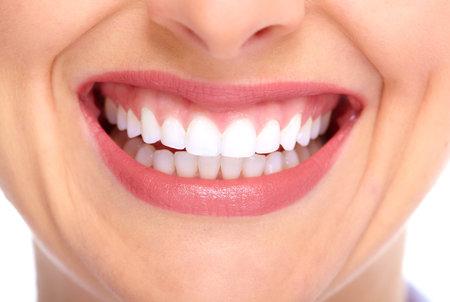 boca sana: Sonrisa hermosa mujer joven. La salud dental.