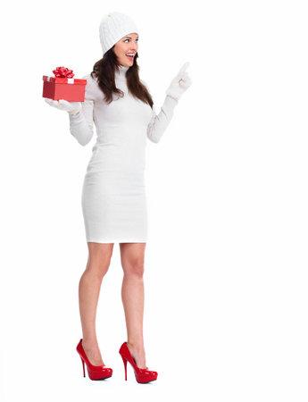 belles jambes: Belle jeune fille de Noël avec un cadeau