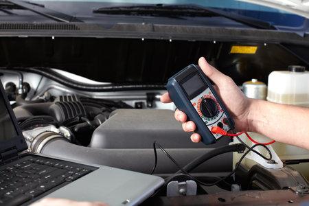 auto monteur: Auto monteur werken in auto reparatie-service