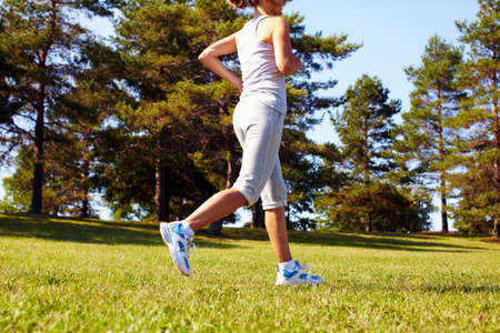 Jogging woman Stock Photo - 16336350