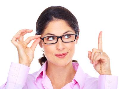 Mooie jonge vrouw draagt een bril portret