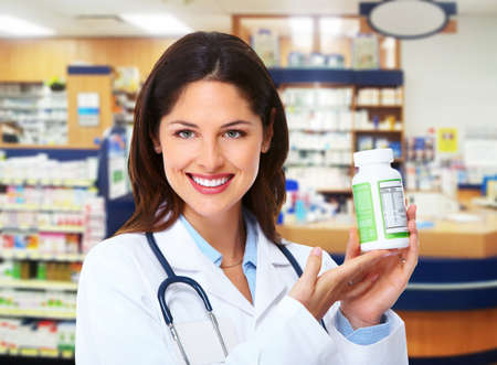 grippe: Pharmacist woman