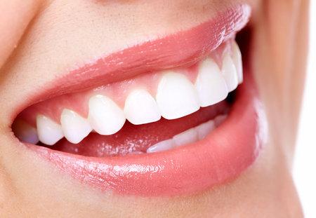 Sonrisa hermosa de la mujer Foto de archivo - 18196572