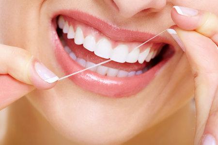 odontologia: Sonrisa hermosa de la mujer