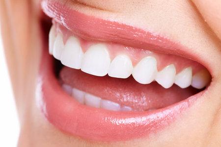 higiene bucal: Mujer hermosa sonrisa Foto de archivo