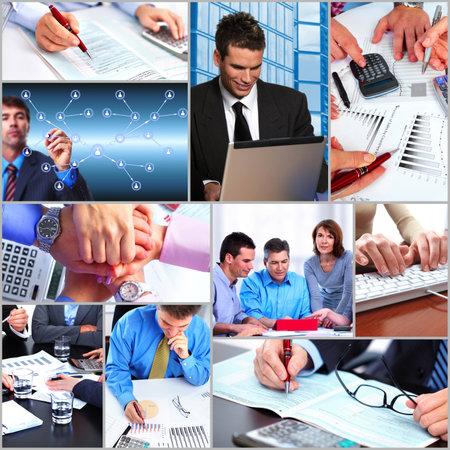 personas trabajando: La gente de negocios que trabajan en la oficina Foto de archivo
