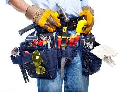 Werknemer met een tool gordel