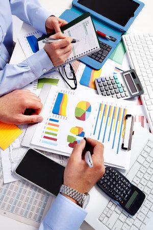 電卓で手。財務および会計ビジネス。 写真素材