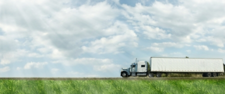 도로에 트럭. 배달 운송 배경입니다.
