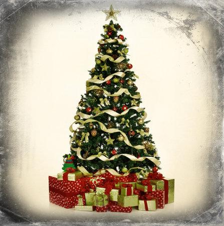 クリスマス ツリーとギフト。灰色のビンテージ背景。