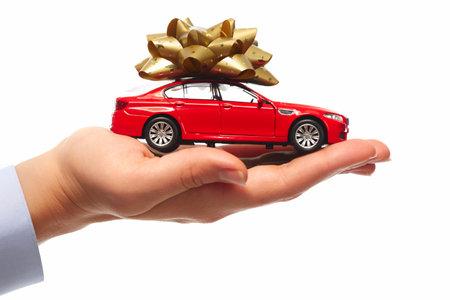 Nouveau cadeau de voiture. Auto concessionnaire et location concept de base. Banque d'images - 22770591