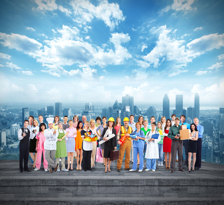 Groep werknemers mensen over stedelijke achtergrond Stockfoto
