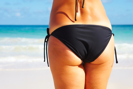Back of woman on the beach Imagens