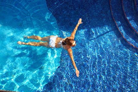 Beautiful woman in the pool. 스톡 콘텐츠