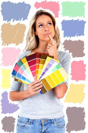 女性の絵画の色を選択します。