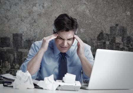Homme ayant migraine. Banque d'images - 35721264