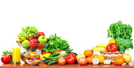 Groenten en fruit geïsoleerd witte achtergrond. Stockfoto