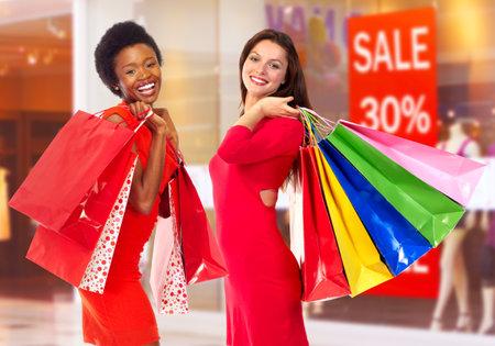 Winkelende vrouwen.