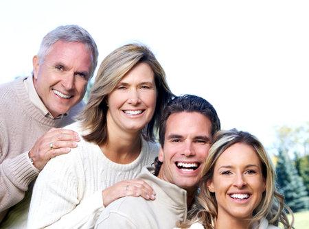 Gelukkig gezin in het park. Stockfoto - 36562032