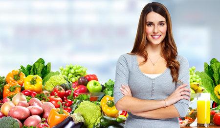 果物や野菜を持つ女性。 写真素材