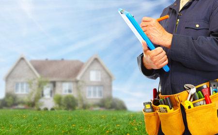Builder tuttofare con strumenti di costruzione. Archivio Fotografico - 37620064