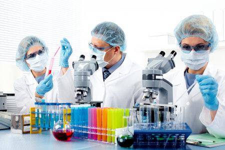 Gruppe von Ärzten im Labor.