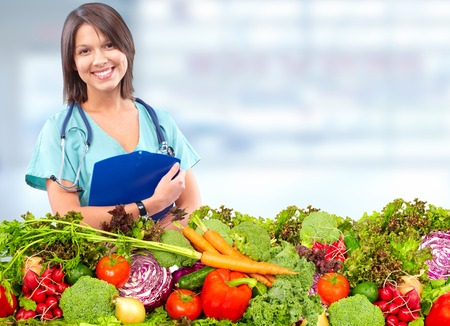 Doctor woman with vegetables. Healthy diet and nutrition. 스톡 콘텐츠
