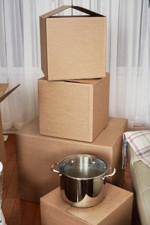 새 아파트에 상자를 이동. 부동산 개념. 스톡 콘텐츠 - 45541731