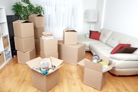 Moving boxes in new apartment. Real estate concept. Stockfoto