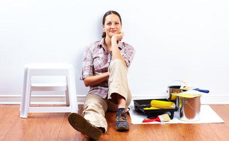 塗装ローラーの美女。住宅改修。 写真素材 - 45541930
