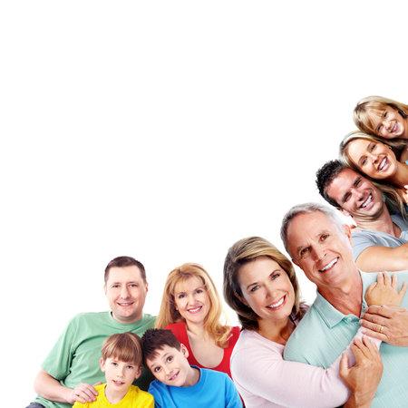 Feliz sonriente retrato de familia aislada en el fondo blanco.