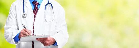 クリップボードと医師の手。医療の背景。 写真素材