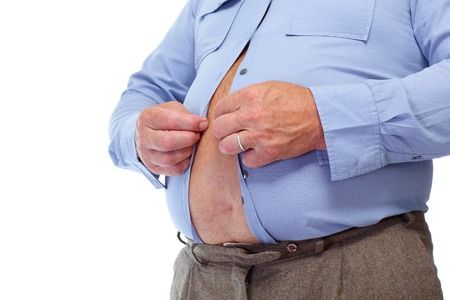 大きな脂肪胃と年配の男性。肥満の概念。