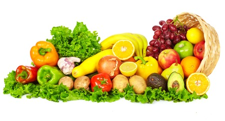 Groenten en fruit geïsoleerd op een witte achtergrond. Dieet en voeding.