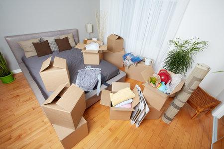 새 집에 상자를 이동. 부동산 개념. 스톡 콘텐츠 - 46412295
