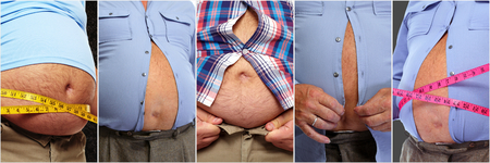 뚱뚱한 남자의 배꼽. 비만과 체중 감량 개념.