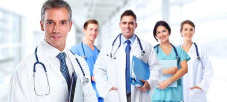 病院の医師たちのグループです。医療のバナーの背景。