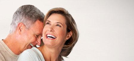 행복 수석 몇 직면 해있다. 노인과 사랑에 여자.