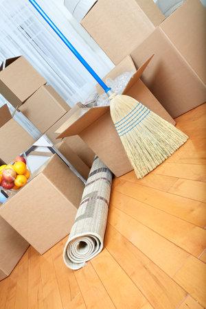 새 아파트에서 상자 이동. 부동산 개념입니다.