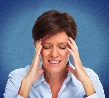 Femme d'affaires Fatigué avec la migraine. Le stress et les problèmes de santé. Banque d'images - 48882846