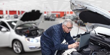Mechanik samochodów sprawdzenie silnika. Usługa naprawy samochodów.