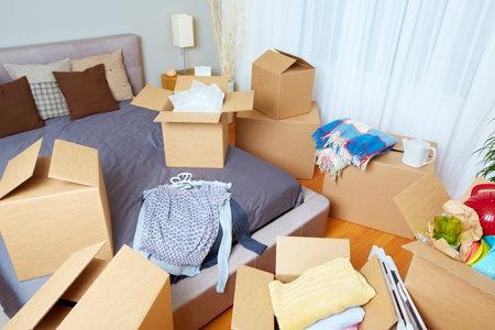 새 집에 상자를 이동. 부동산 개념. 스톡 콘텐츠 - 49607207