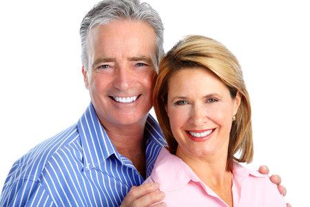 Gelukkig lachend bejaarde echtpaar geïsoleerde witte achtergrond. Stockfoto