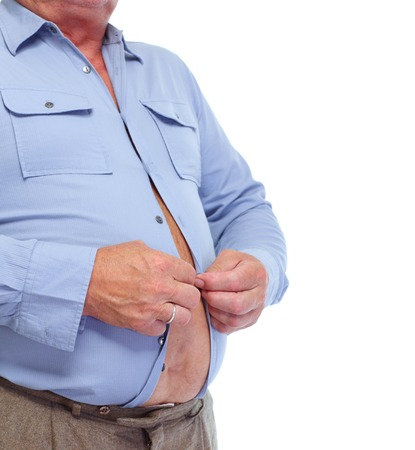 Hombre mayor con gran estómago de grasa. Concepto de obesidad. Foto de archivo