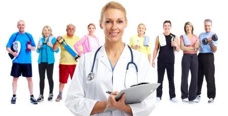 Mujer sonriente del médico. fondo de cuidado de la salud. Foto de archivo