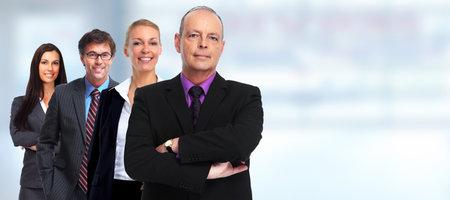 Executive volwassen zakenman en groep van mensen uit het bedrijfsleven.