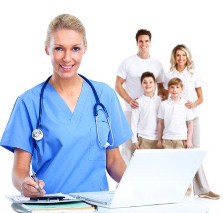 Huisarts vrouw en patiënten die over een witte achtergrond.