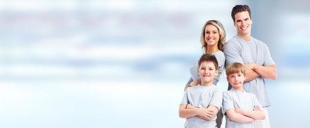 블루 추상적 인 배경 위에 아이들과 함께 행복 한 가족입니다. 스톡 콘텐츠